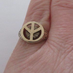10K Solid Yellow Gold Peace Sign Ring size 6